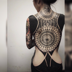 im-not-sure-what-to-think-of-this-blackout-tattoo-trend-photos-11